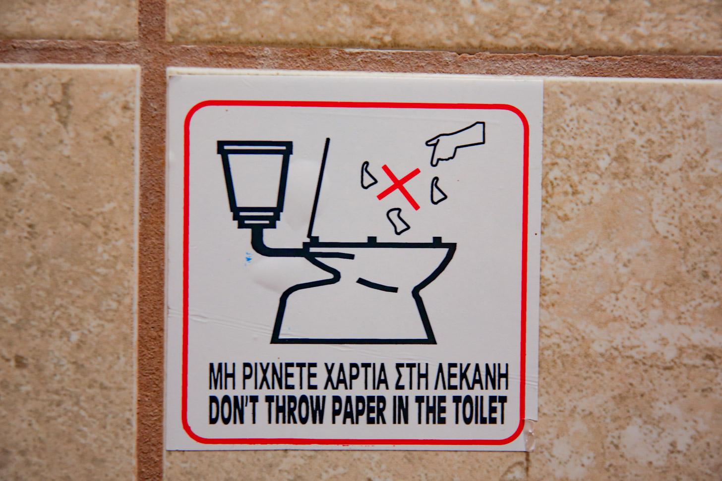 toiletpapier mag niet in het toilet gegooid worden